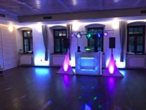 dj na svatbu a osvětlení sálu